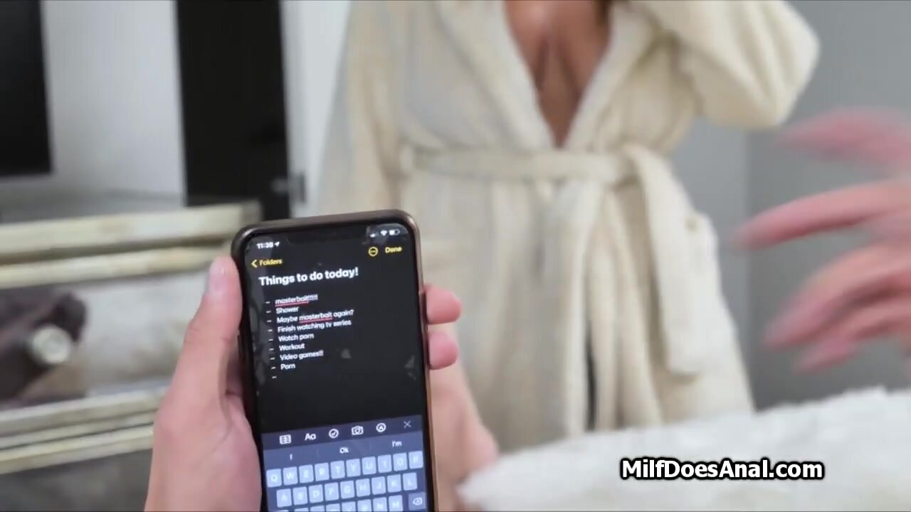 This milf loves anal quickie in the shower