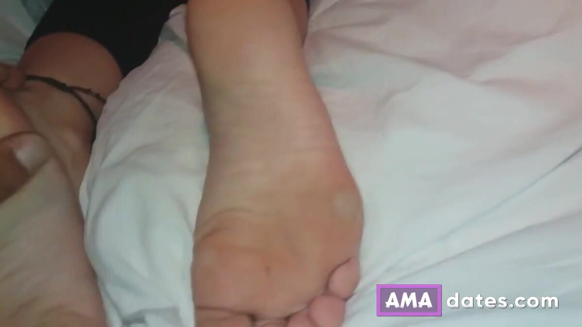 I admire my girlfriend and I fingering her in her wet pussy 3